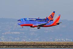 Parallel arrival runways 28 SFO (320-ROC) Tags: southwestairlines southwest suncountry suncountryairlines n363sw n714sy boeing737 boeing737300 boeing7373h4 boeing737700 boeing737752 boeing 737 737300 7373h4 737700 737752 b733 b737 ksfo sfo sanfranciscointernationalairport sanfranciscoairport sanfrancisco