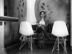 Roma - Ottobre 2016 (Maurizio Tattoni....) Tags: italy lazio roma interno persona cane sedie bn bw blackandwhite biancoenero monocrome mauriziotattoni