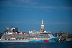 Norwegian Cruise Line's Norwegian Breakaway departs Manhattan and heads south down the Hudson River. (apardavila) Tags: empirestatebuilding hoboken hudsonriver manhtattan nyc newyorkcity norwegianbreakaway norwegiancruiseline skyline