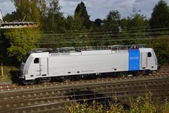 Railpool 186 293-7 (91 80 6186 293-7 D-Rpool) staat in Emmerich te wachten om naar Nederland gebracht te worden 29-10-2016 (marcelwijers) Tags: railpool 186 2937 91 80 6186 drpool staat emmerich te wachten om naar nederland gebracht worden 29102016 deze locomotief is de ochtend door 103 2226 van railadventure bombardier traxx f140 ms