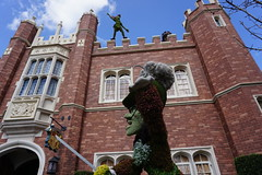Pan and Hook (Apollo Pat) Tags: peterpan hook captainhook hedges epcot worldshowcase disney neverland