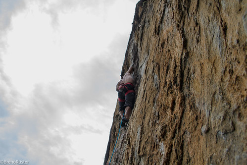 www.boulderingonline.pl Rock climbing and bouldering pictures and news Coelho - Transmanchuriana (9a)