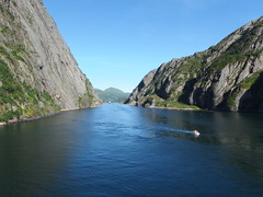 Looking Back in the Trollfjord, Norway (1) (Phil Masters) Tags: 21stjuly july2016 norwayholiday norway raftsund raftsundet thetrollfjord trollfjorden trollfjord