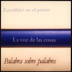 HAIKU DE ESTANTERA XXXV (juanluisgx) Tags: instagramapp square squareformat iphoneography uploaded:by=instagram mayfair leon spain libro book haiku titulo title biblioteca library poema poem poetry poesia estanteria
