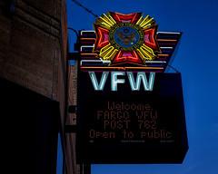 Post 762 (Pete Zarria) Tags: northdakota vfw veterans colorful city urban neon sign northdrink