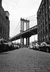"""Bridge Alone"" (Rober Martinez Fotografia) Tags: callejera street dumbo 1650 5t sony nex newyork landscape paisaje nyc nycbw brooklyn washingtonbridge"