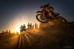 Saltando (diegogm.es) Tags: deporte motocross motos sariego villaviciosa asturias motorsport motorbike contraluz backlighting atardecer sunset