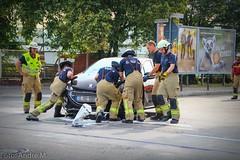 Zusammenstoß zwischen 2 PKW fordert 3 Verletzte - Lichtenberg (Blaulichtfotograf Berlin & Brandenburg) Tags: 3 berlin alarm na h firefighter feuerwehr firefighters berliner lichtenberg notarzt verkehrsunfall hilfeleistung strasenbahn verletzte notf
