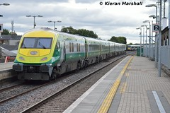 4007 passes Portlaoise, 4/9/15 (hurricanemk1c) Tags: irish train rail railway trains railways caf irishrail intercity portlaoise 2015 4007 mark4 iarnród éireann iarnródéireann 1500heustoncork