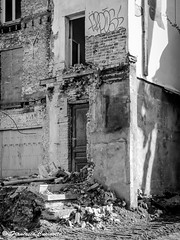 Escape Door (Francesco Cucinotta) Tags: brussels belgique belgie bruxelles ruine architektur brssel brussel architettura belgien belgio rudere