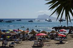 Sombrillas y hamacas (raul_khalil) Tags: beach strand playa calpe sombrillas hamacas calp