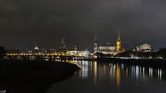Dresden, die Altstadt am Elbufer (Carsten Weigel) Tags: deutschland dresden nacht kirche sachsen brücke altstadt sandstein elbe oper beleuchtung nachtaufnahme elbufer historisch canong1xmkii