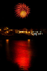 Fireworks over The Knap, Barry (Pentax Gareth) Tags: wales pentax vale da barry theknap 1650mm glamogan barrybados k5ii