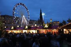 Edinburgh christmas 2016. (boneytongue) Tags: christmas wheel fun lights navidad big market go fair gifts german round rides merry feliz crowds stalls frhliche natalizie