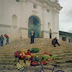 chichicastenango (thomasw.) Tags: street travel 120 mamiya analog cross guatemala mf chichicastenango crossed centroamerica zentralamerika