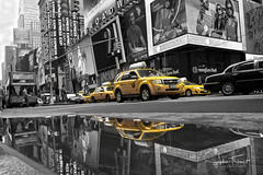 Times Square jaune (Sophie Tibo) Tags: 2014 slectiondecouleur pluie jaune taxis mai timesquare rflection timessquare bw newyork rflection slectiondecouleur