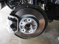 2014-2018 Jeep Cherokee Rear Brakes - Changing Rear Brake Pads - Caliper, Bracket, Rotor & Suspension (paul79uf) Tags: 2014 2015 2016 2017 2018 jeep cherokee rear brake pads change changing replace replacing replacement guide how diy tutorial instructions steps part number como hacer cambiar frenos suv 5th fifth generation rotor caliper bracket abutment clips hardware lube lubricate