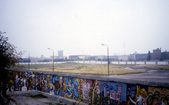 Berlin16-BerlinWall&PotsdamerPlatz-Sep85 (ArgyleMJH) Tags: germany berlin 1985 berlinwall gdr ddr potsdamerplatz nomansland coldwar