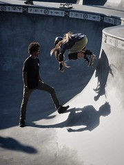 Skateboard Lesson (Feldore) Tags: venice beach skateboard skateboarder jump jumping lesson tuition shadows child california feldore mchugh em1 olympus 1240mm park