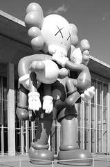 Kaws and effect (dangr.dave) Tags: fortworth tx texas cowtown tarrantcounty panthercity downtown historic architecture kaws statue museumofmodernart modernartmuseum moma tadaoando