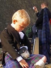 Little Lord (Sonia Fdez) Tags: escocia edimburgo niño fotografo retrato people streetmoments streetphotography kilt