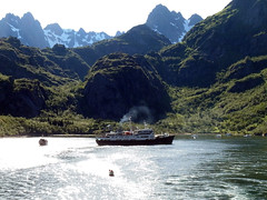 The MS Lofoten in the Trollfjord, Norway (6) (Phil Masters) Tags: 21stjuly july2016 norwayholiday norway raftsund raftsundet thetrollfjord trollfjorden trollfjord shipsandboats mslofoten hurtigruten