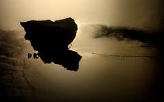 [ Capri, ritratto controluce - Capri, backlit portrait ] DSC_0060.2.jinkoll (jinkoll) Tags: sea reflections capri anacapri island waves boat wake contrail fly flying flight window airplane face anthropomorph