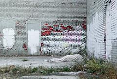 Omaha, 6 de octubre (@bokehpa) Tags: poverty street color abandoned dead downtown sleep decay urbandecay bricks homeless poor streetphotography omaha dslr canoneos digitalphotography urbex abandonedplaces lugaresabandonados canoneossl1