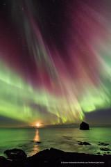 Moonset at Reykjanes. (Kjartan Guðmundur) Tags: nightphotography sea sky moon seascape canon stars iceland nightscape ngc nocturne northernlights auroraborealis norðurljós canoneos5dmarkiii tokinaatx1628mmf28profx kjartanguðmundur polarlict
