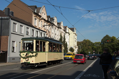 EVAG Tw 888 am Tag der Stillegung der Linie 110 in Mülheim am 03.10.2015