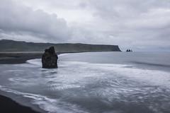 Reynisdrangar and Reynishverfi (elparison) Tags: wild black ice iceland sand lagoon lord vik lotr rings iceberg laguna ghiaccio islanda reynisdrangar reynisfjall reynishverfi