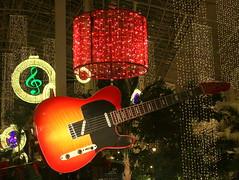 Opryland Hotel Christmas 2015: Guitar D (SeeMidTN.com (aka Brent)) Tags: opryland oprylandhotel gaylordopryland christmas 2015 conservatory gardenconservatory guitar countrymusic decorations christmaslights nashville tn tennessee musiccity bmok explore