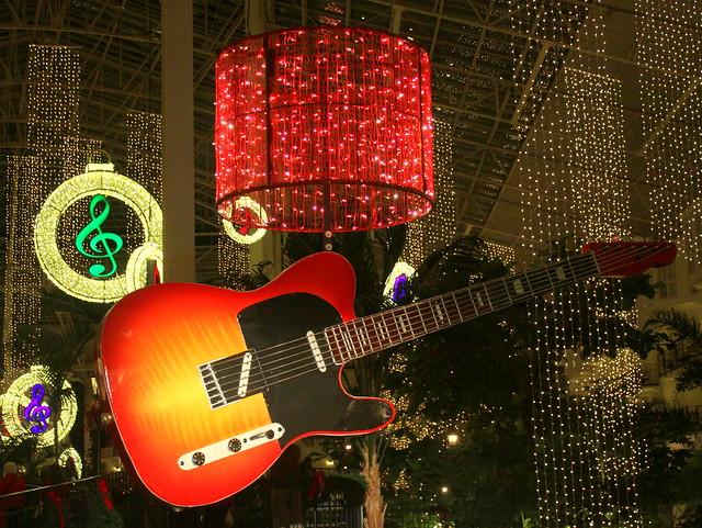 Opryland Hotel Christmas 2015: Guitar D
