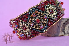 crimson heart bracelet_2 (~Gilven~) Tags: bead beads beading beadembroidery embroidery emblem japanesebeads jewelry jewelryfindingsbyannachernykh red bracelet medieval metal foggyforest