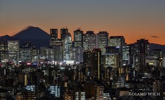 Shinjuku Skyline and Mount Fuji (Rolandito.) Tags: japan nippon tokio tokyo shinjuku skyline sunset civic center mount fuji san fujisan bunkyo dusk twilight city lights licht lichter