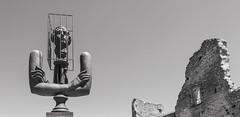 Marquis de sade (x1klima) Tags: lacoste provencealpescôtedazur frankreich fr sculpture skulptur masochism sadism pain schmerz leid qual qualen mühe aching ache grief man men boy boys mann männer junge jungen humans sonya7r ilce7r zeiss sonarfe55mmf18za sonnartfe1855