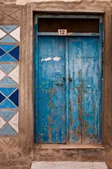 Blue Noon (TablinumCarlson) Tags: griechenland greek greece kreta crete wall wand paprika blue blau leica rethymno ρέθυμνο rethymnon rethimno rhíthymnos m8 m 28mm summicron tür door entry kachel europa europe leicam noon 12 zwölf twelve explore explored