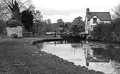 Beeston Stone Lock on The Shropshire Union Canal - Mono (wontolla1 (Septuagenarian)) Tags: shropshire union canal cheshire beeston bunbury lock keepers cottage linkmans hut black white mono thomas telford stone