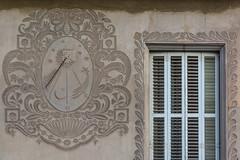 Plaa de Fra Bernard, 32-33 de Manlleu (Ramon Orom Farr [calBenido]) Tags: frabernard manlleu noucentisme caixadestalvisdemanlleu lacasadelacaixa ipa22979 francescaguilariserrat catalunya espaa es josepmorgadesigili osona catalonia catalogne catalua catalunyaexperience barcelona provnciadebarcelona finestra ventana window patrimoni patrimonio art arte europa europe d7100 nikon tamron hiking caminant caminando pelscamins wall paret pared arquitectura gnomnica gnomonic temps tiempo time sundial rellotge reloj clock rellotgedesol relojdesol habitatge decay esgrafiats isidrepuigboada