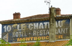 N7 Chateau Hotel Montboucher in La Coucourde 18.9.2016 4375 (orangevolvobusdriver4u) Tags: rn7 route national 7 routenational7 routebleue 2016 archiv2016 france frankreich n7 rhonealpes ads ghostads oldads ghostsign reklame lacoucourde chateauhotelmontboucher