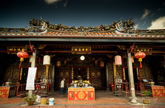 Chinese Temple (m4rtinovic) Tags: travel summer food zeiss monkey asia jungle malaysia kualalumpur tanahrata cameronhighlands malaka distagon langtengah pulaulangtengah bohtea zeisslenses sonya7 fe24240