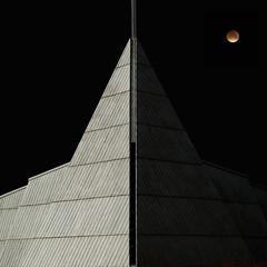 Omen (Arni J.M.) Tags: red sky moon building church lines architecture eclipse iceland darkside omen lunareclipse bloodmoon brightside reykjanesbr supermoon ytrinjarvkurkirkja ytrinjarvk superharvestbloodmoon superbloodmoon