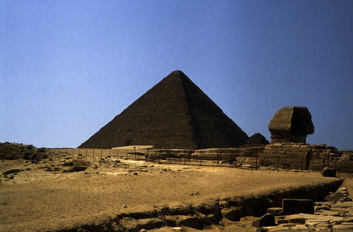 "Ägypten 1983 (20) Gizeh: Sphinx und Cheopspyramide • <a style=""font-size:0.8em;"" href=""http://www.flickr.com/photos/69570948@N04/22595358298/"" target=""_blank"">View on Flickr</a>"