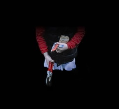 Girl Mädchen (hedbavny) Tags: vienna wien blue red portrait woman white black rot night garden austria sketch photo österreich kid nightly foto child hand view symbol nacht sweet diary dream scene sketchbook porträt kind scissors blau frau allotment schokolade garten tagebuch blick collect schwarz sammeln traum beobachtung szene beobachten heckenschere weis schere skizze werkzeug sewingpattern schneiden metapher schnitt pruner secateurs süs geschnitten schnittmuster gardenshears fotobearbeitung nächtlich collectiblecard nächtens sammelkarte gartenschere kastrationsangst baumschere musterbogen aufzeichnen hedbavny ingridhedbavny kastrationskomplex