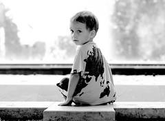 looking (zzra) Tags: portrait blackandwhite contrast kid sitting sit