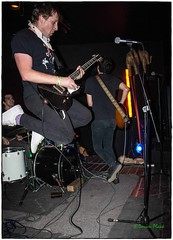 Clorox Girls, Black Water Bar, Portland, OR, 9-29-2016 (convertido) Tags: the fliptops clorox girls jonny cat records party stops street tramps black water bar portland or september 2016 punk rock power pop n roll record release live show music concert photography special guest