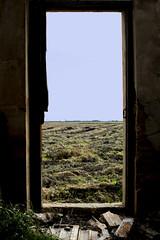 (Free minds.) Tags: photo albufera valencia puerta vertical cielo