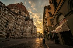 Piazza del Duomo, Florence (urbanexpl0rer) Tags: duomo florence firenze architecture streetshot street morning sunrise city historicalcity historicalbuilding church