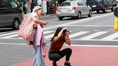 Photographing street photographers (ZKent.Yousif) Tags: shibuyaku tkyto japan jp tokyo canon canon80d sigma sigma1750mm canonsigma people photography streetphotography happy happiness