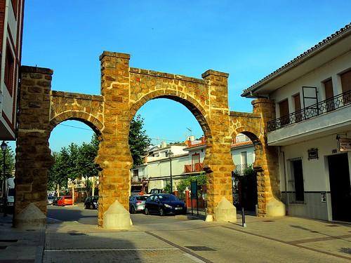 <Paso a la Calle Calvario> Alozaina (Málaga)
